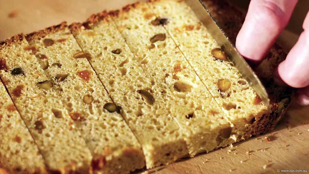 Apricot pistachio panettone (panettone all'albicocca e pistacchio)