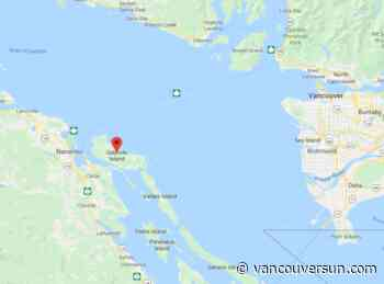 Paramedics arrive after plane crashes on Gabriola Island