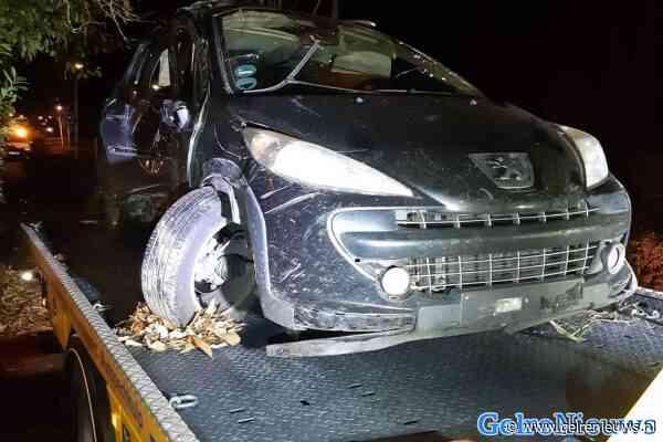 Duitse man opgepakt die in politieauto stapt na ongeluk met eigen auto