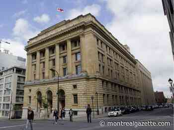 City lawyers set up picket line outside Montreal municipal courthouse