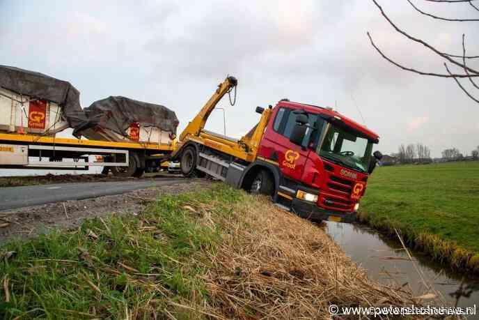 #Amstelhoek - Vrachtwagen schaart op N201 Amstelhoek