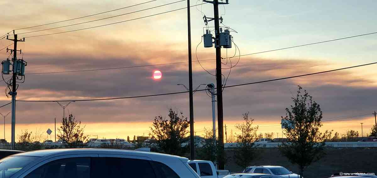 Smoke clouds from controlled burn disrupt clear day across Southeast Texas