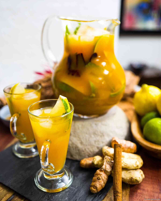 Immune-boosting turmeric and lemon myrtle tea