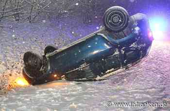 Coburg: Unfall auf schneeglatter Straße - 18-Jähriger überschlägt sich in Graben
