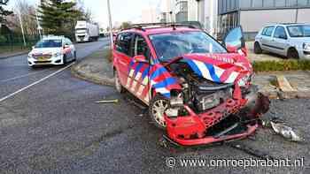 Auto van de brandweer geramd op kruising in Etten-Leur
