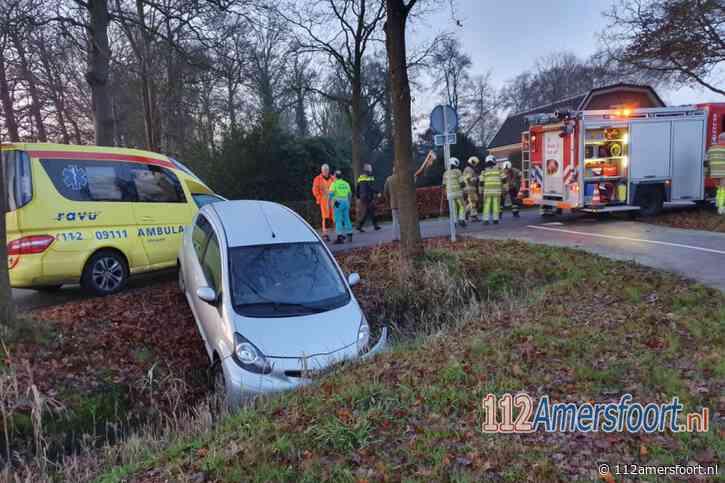 Automobilist in Leusden raakt van de weg en belandt in de greppel