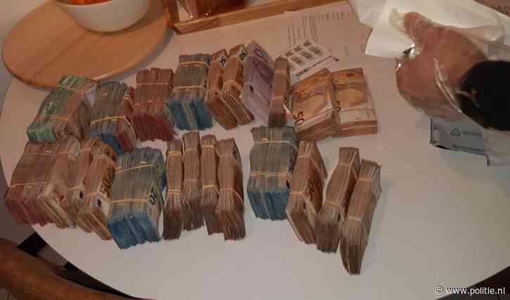 Rotterdam - 1,1 miljoen aan cash en tientallen kilo's versnijdingsmiddelen van straat