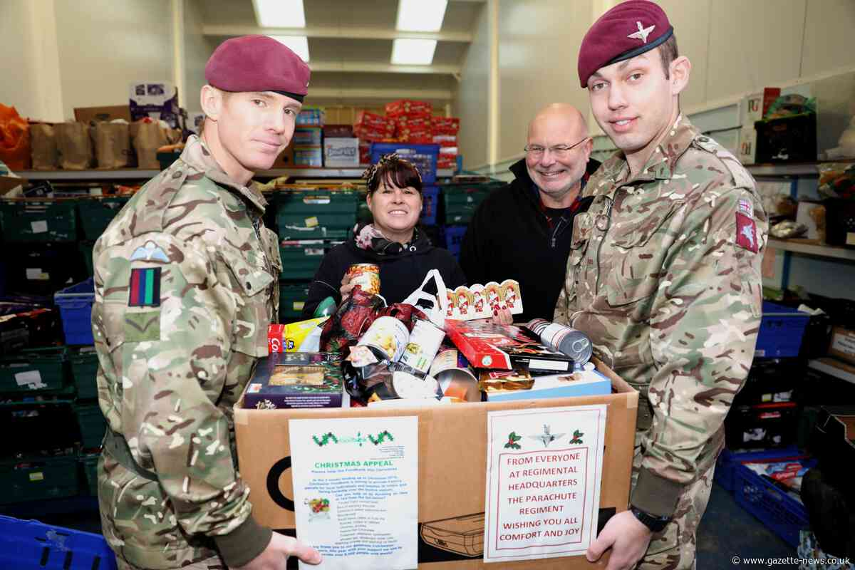 Paratroopers deliver Christmas care package to foodbank