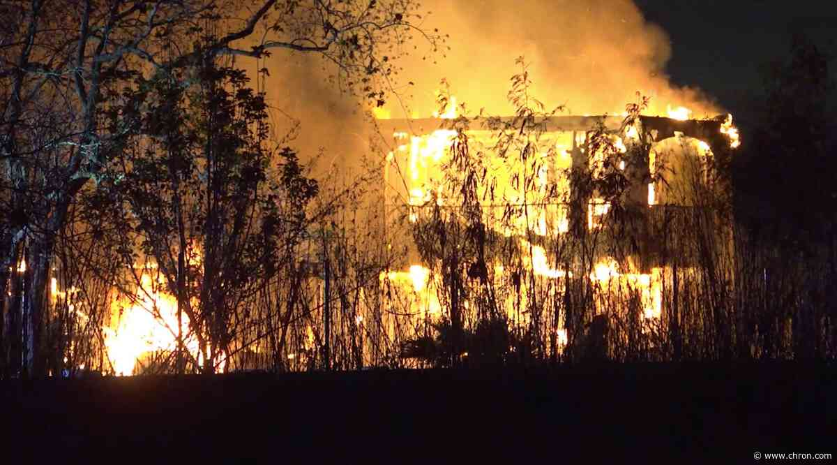 Firefighters battle massive Pearland house fire