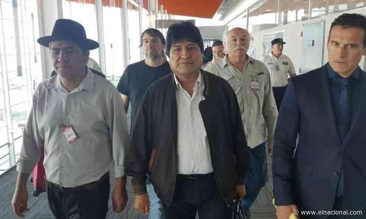 Argentina recibió a Evo Morales con la condición de que no haga declaraciones públicas