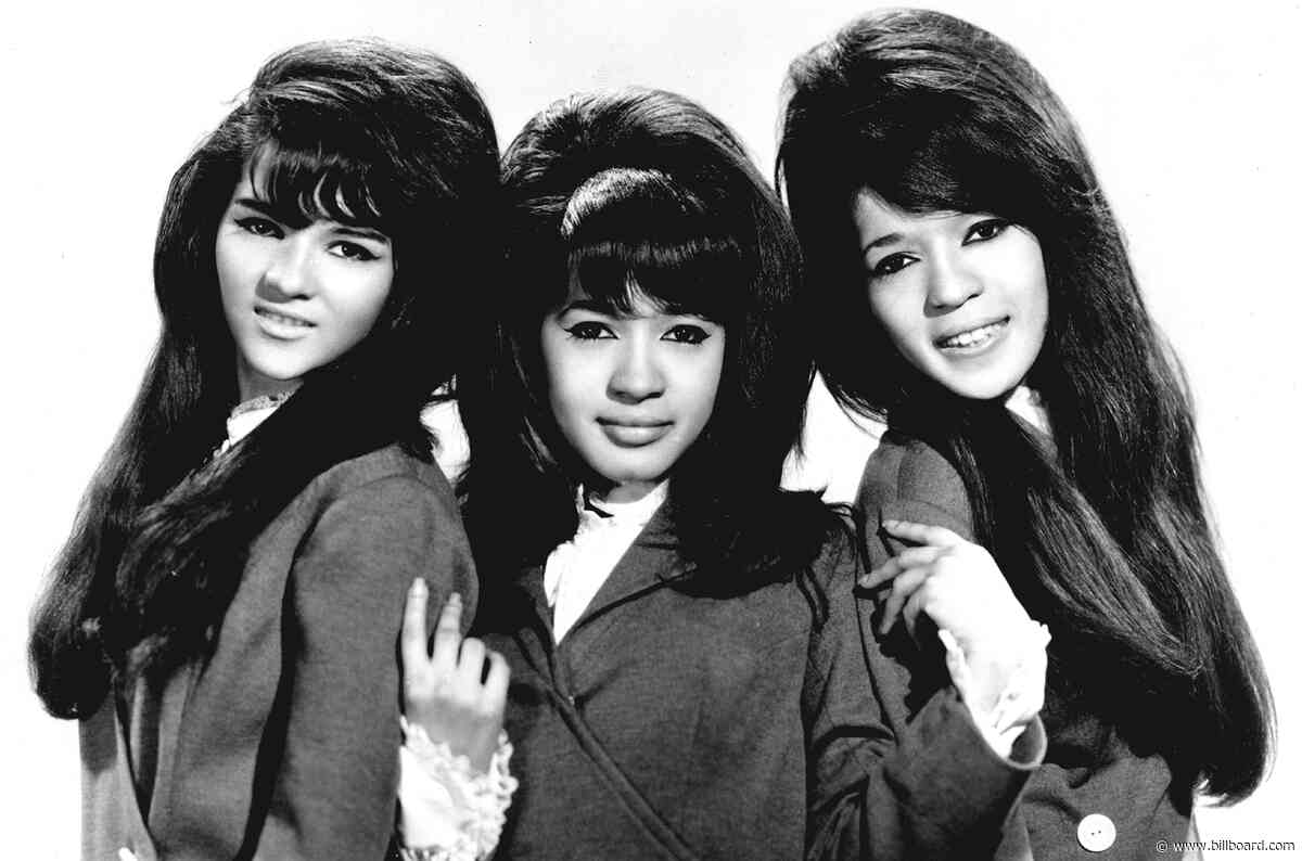 Here Are the Lyrics to The Ronettes' 'Sleigh Ride'