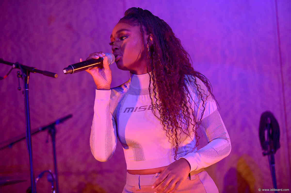 Tiana Major9 & Earthgang Deliver Enchanting 'Collide' Performance at 2019 Billboard Women in Music