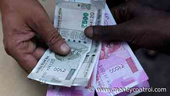 Rupee pares gains to close flat at 70.83 against USD on crude price surge