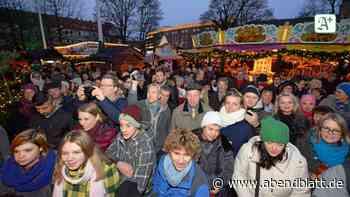 """Am Harburger Rathaus: """"Harburg singt"""" beim Weihnachtsmarkt"""