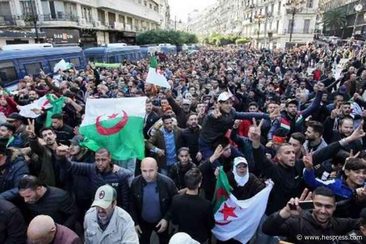"""محتجون يرفضون رئيس الجزائر الجديد: """"الله أك&#"""