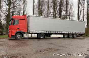 Zes transmigranten ontsnappen uit vrachtwagen bij Truiens bedrijf