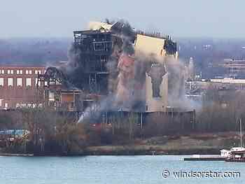 Video: Demolition of Detroit power plant spooks Windsorites