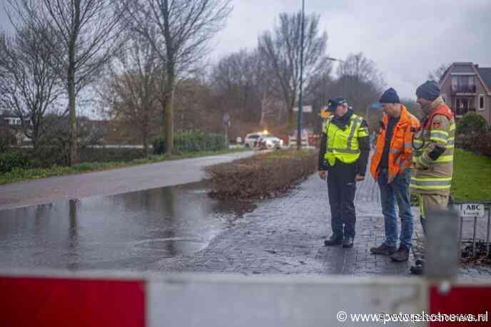 #Wilnis - Burgemeester Padmosweg Wilnis dicht door leiding breuk
