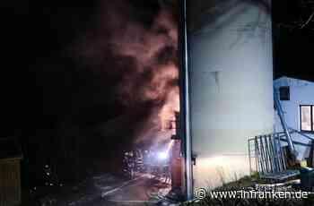 Großeinsatz in Unterfranken: Drei Menschen bei Silobrand verletzt
