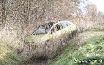 Auto belandt in de sloot bij eenzijdig ongeval bij Aduard