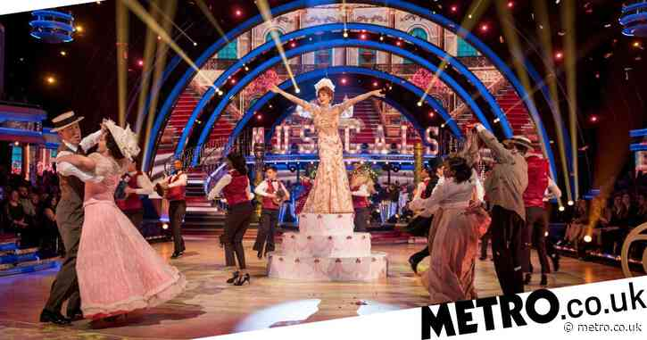 What time is the Strictly final tonight and who is in it?