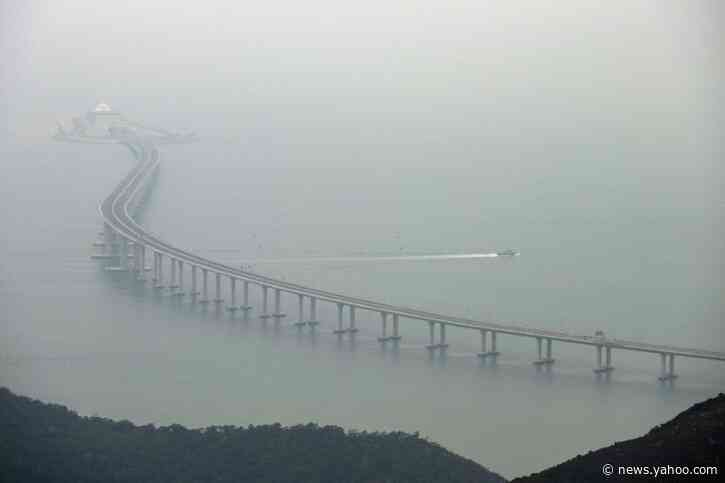 Hong Konger 'missing' after crossing China bridge checkpoint