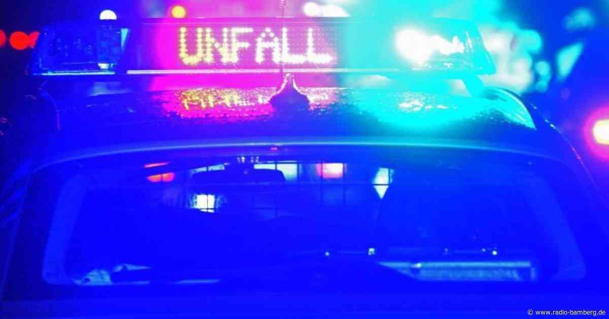 Radfahrer wird bei Kollision mit Polizeiauto schwer verletzt