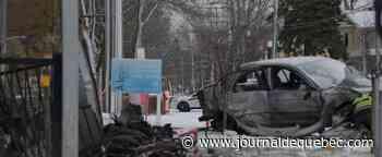[PHOTOS] Un véhicule encastré dans un bâtiment dans Sainte-Foy