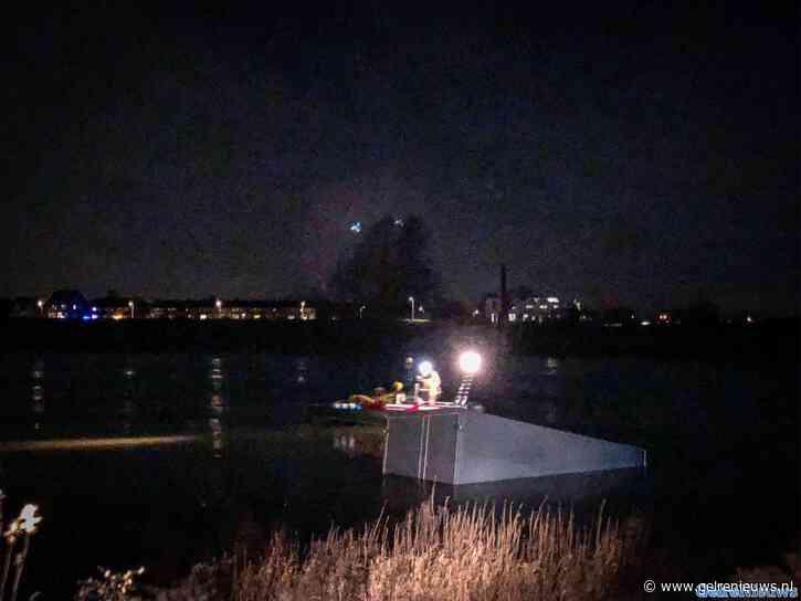 Politiehelikopter boven Zutphen vanwege voertuig te water