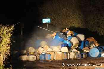 Enorme berg vaten net drugsafval gedumpt in Buren
