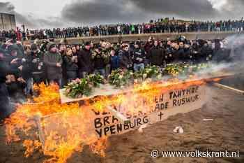 Bouwers cremeren hun traditie: 'Brand in vrede, vreugdevuur'
