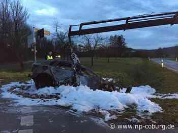 Wagen überschlägt sich und brennt aus: Ersthelfer retten Autofahrer