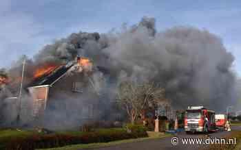 Uitslaande brand zet woning en schuur in Wirdum in lichterlaaie