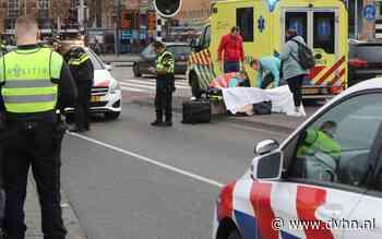 Voetganger aangereden door auto op Stationsweg in Groningen