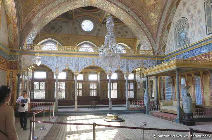 Istanbul II: relics and remains from two perspectives
