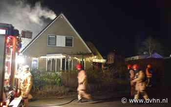 Brandweer rukt met veel voertuigen uit naar woning in Onnen die vol met rook staat