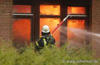 Weihnachtsbaum in Flammen: Haus unbewohnbar - Familie aus Coburg hat Glück im Unglück