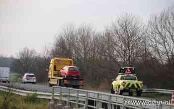 Auto knalt tegen vangrail op A7 bij Westpoort