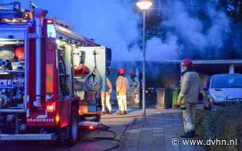 Brandweer ontruimt meerdere woningen in Bedum bij brand in garageboxen