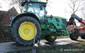 Trekker botst tegen boom; boeren sluiten Hoofdweg tussen Westerlee en Meeden af