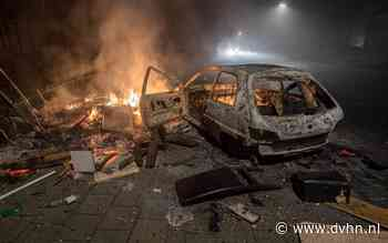 Auto en afval in brand gestoken en uitgebrand in Wehe-den Hoorn