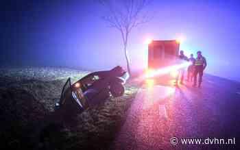 Auto belandt in sloot bij Saaksum, bestuurder weigerde om zijn auto te verlaten