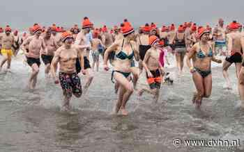 450 mensen de zee in bij Ameland, eerste nieuwjaarsduik van Nederland