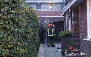 Buitenbrand achter woning aan Burg. Schönfeldsingel in Winschoten