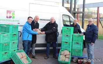 JCI De Drie Delfzijlen reikt hutspotpakketen uit aan Voedselbank