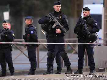 Mann tötet einen Menschen mit Messer bei Paris