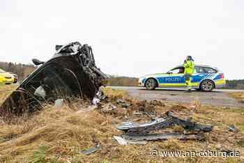 Wagen fliegt mehrere Meter durch Luft: Fahrerin schwer verletzt
