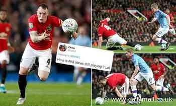 Manchester United fans slam defender after humiliating attempt to tackle Kevin De Bruyne