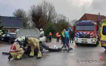 Auto vliegt in tuin bij botsing in Bovensmilde: twee gewonden