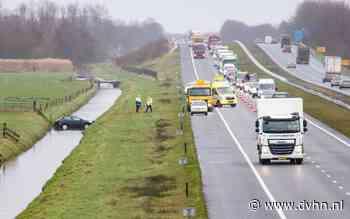 Auto belandt in sloot op A7 tussen Frieschepalen en Marum